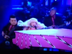 Looking fabulous and enjoying herself on SNL, Lady Gaga wows the house.