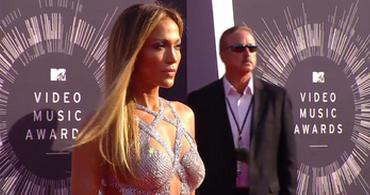 Jennifer Lopez photo with permission of MTV Press Dept.