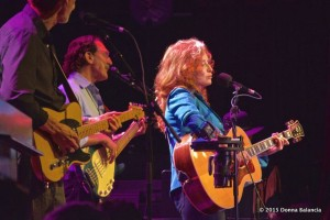 Bonnie Raitt performs at benefit for Marty Grebb- Photo © Donna Balancia