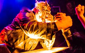 Thor arm wrestles with fans - Photo © 2015 Donna Balancia